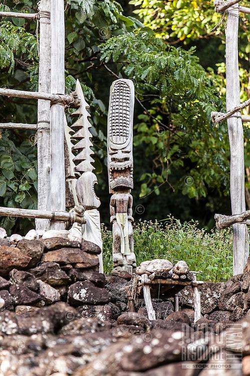 Hawaiian statues at Hale O Lono Heiau, Waimea Valley, O'ahu