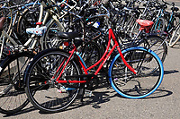 Nederland -  Amsterdam -  april 2019.   SWAPfiets met blauwe band.     Foto Berlinda van Dam / Hollandse Hoogte