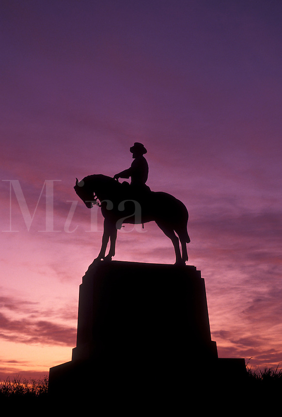AJ4060, Gettysburg, civil war, battlefield, Gettysburg National Military Park, Pennsylvania, Silhouette of cavalier soldier monument at East Cemetery Hill in Gettysburg Nat'l Military Park at sunset in Gettysburg in the state of Pennsylvania.