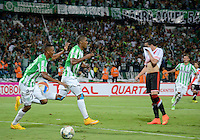 MEDELLÍN -COLOMBIA-03-12-2014. Orlando Berrio (Der) jugador de Atlético Nacional de Colombia celebra un gola anotado a River Plate de Argentina durante juego de ida de la final en la Copa Total Sudamericana 2014 realizado en el estadio Atanasio Girardot de Medellín./ xxx (R) player of Atletico Nacional of Colombia fights for the ball with xxx (L) player of River Plate of Argentina during the first leg match for the final of the Copa Total Sudamericana 2014 played at Atanasio Girardot stadium in Medellin. Photo: VizzorImage/Luis Ríos/STR