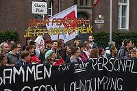 Streik am Uniklinikum Charite in Berlin.<br /> Die Dienstleistungsgewerkschaft ver.di hat die Beschaeftigten der Charite ab der Fruehschicht am Montag den 18. September 2017 zum Streik aufgerufen. Anlass sind die festgefahrenen Verhandlungen ueber die Verbesserung und Weiterfuehrung des Tarifvertrages fuer Gesundheitsschutz (TV- GS). Zum Streik sind alle Beschaeftigten an allen Standorten der Charité (Benjamin Franklin, Mitte und Virchow, Buch) aufgerufen.<br /> Die Gewerkschaft hatte den befristeten Tarifvertrag zu Ende Juni auslaufen lassen, da nach ihrer Ansicht die 2015 vereinbarten Regelungen zur Entlastung des Personals nur unzureichend umgesetzt wurden. Die Kritik, vor allem aus dem Kreis der Pflegenden, richtet sich gegen die unzureichende Personalausstattung auf den Stationen und vielen Funktions- und Arbeitsbereichen. Massnahmen zur Vermeidung bzw. zum Ausgleich von ueberlastung wurden nur unzureichend bzw. gar nicht eingeleitet.<br /> 18.9.2017, Berlin<br /> Copyright: Christian-Ditsch.de<br /> [Inhaltsveraendernde Manipulation des Fotos nur nach ausdruecklicher Genehmigung des Fotografen. Vereinbarungen ueber Abtretung von Persoenlichkeitsrechten/Model Release der abgebildeten Person/Personen liegen nicht vor. NO MODEL RELEASE! Nur fuer Redaktionelle Zwecke. Don't publish without copyright Christian-Ditsch.de, Veroeffentlichung nur mit Fotografennennung, sowie gegen Honorar, MwSt. und Beleg. Konto: I N G - D i B a, IBAN DE58500105175400192269, BIC INGDDEFFXXX, Kontakt: post@christian-ditsch.de<br /> Bei der Bearbeitung der Dateiinformationen darf die Urheberkennzeichnung in den EXIF- und  IPTC-Daten nicht entfernt werden, diese sind in digitalen Medien nach §95c UrhG rechtlich geschuetzt. Der Urhebervermerk wird gemaess §13 UrhG verlangt.]