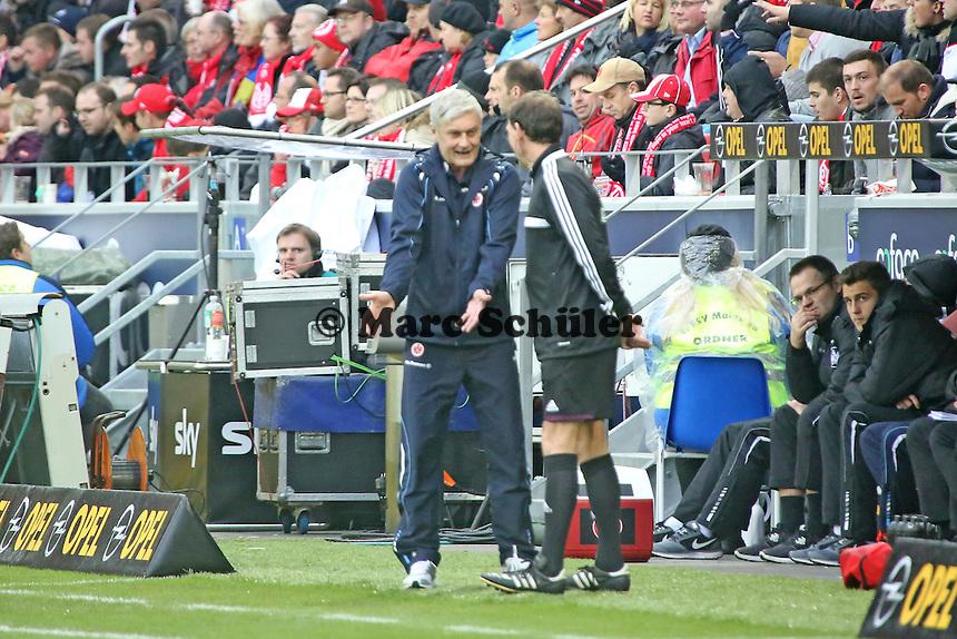 Trainer Armin Veh (Eintracht) beschwert sich beim vierten Offiziellen Florian Meyer - 1. FSV Mainz 05 vs. Eintracht Frankfurt, Coface Arena, 12. Spieltag