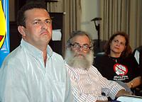 """Acusado pelos pistoleiros, que mataram a freira, de ser o mandante  pelo assassinato da irma Dorothy, Vitalmiro Bastos de Moura o Bida 34 anos, durante entrevista coletiva a jornalistas na sede da polÌcia federal, em segundo plano seu adv AmÈrico Leal e a senadora pelo PT do Par· Ana J˙lia, pres da comiss""""o do senado que investiga o crime<br /> BelÈm Par· Brasil<br /> 27/03/2005<br /> Foto Paulo Santos/Interfoto Acusado pelos pistoleiros, que mataram  Dorothy Stang, Vitalmiro Bastos de Moura o Bida 34 anos, chega a Base Aérea de Belém algemado , escoltados por policiais federais.<br /> Belém, Pará, Brasil.<br /> Foto Paulo Santos/Acervo H<br /> 27/03/2005"""