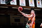 S&ouml;dert&auml;lje 2014-10-01 Basket Basketligan S&ouml;dert&auml;lje Kings - Norrk&ouml;ping Dolphins :  <br /> Norrk&ouml;ping Dolphins Mikael Lindquist p&aring; v&auml;g att g&ouml;ra po&auml;ng i matchen  mot S&ouml;dert&auml;lje Kings <br /> (Foto: Kenta J&ouml;nsson) Nyckelord:  S&ouml;dert&auml;lje Kings SBBK T&auml;ljehallen Norrk&ouml;ping Dolphins
