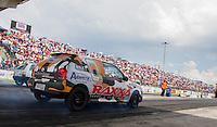 CURITIBA, PR, 15 DE DEZEMBRO 2013 –  FESTIVAL DE ARRANCADA FORÇA LIVRE - Acontece nesse domingo (15), o quarto e último dia da 20ª edição do festival de arrancada, no Autódromo Internacional de Curitiba (AIC),em Pinhais. Evento reúne cerca de 300 carros dividos em 19 categorias com participação de pilotos de todas as regiões do Brasil e também da América do Sul.O evento, que é considerado o maior da modalidade na América Latina. (FOTO: PAULO LISBOA  / BRAZIL PHOTO PRESS)