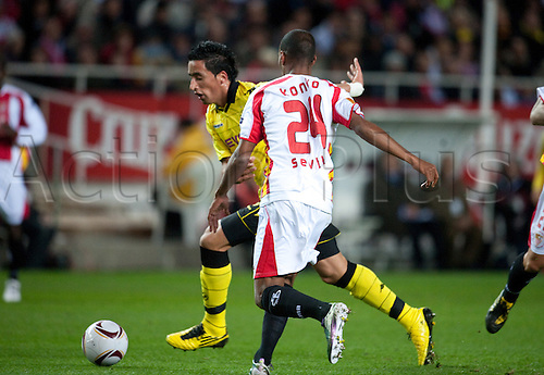 Dortmund's Lucas Barrios (L) and Abdoulay Konko of Sevilla fight for the ball during the UEFA Europa League group J match between Sevilla FC and Borussia Dortmund at Stadion Ramon Sanchez Pizjuan in Sevilla, Spain, 15 December 2010.