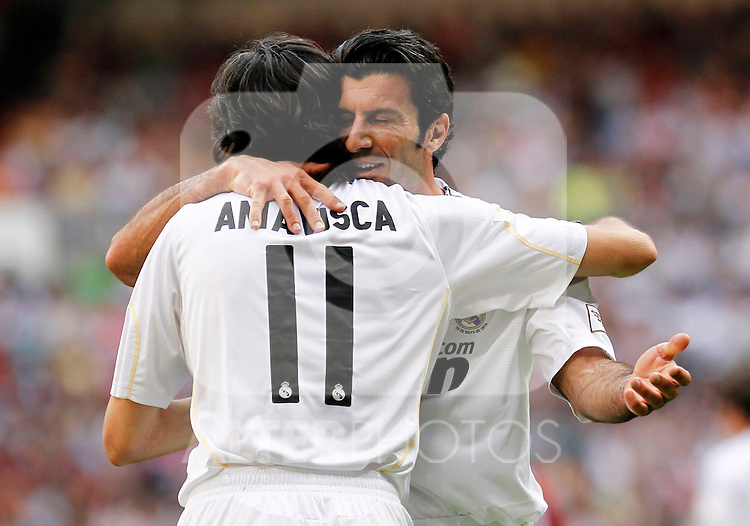 Madrid (30/05/10).- Estadio Santiago Bernabeu..Corazon Classic Match 2010.Real Madrid Veteranos 4- Milan Glorie 3.Luis Figo y Jose Emilio Amavisca...Photo: Alex Cid-Fuentes/ ALFAQUI.