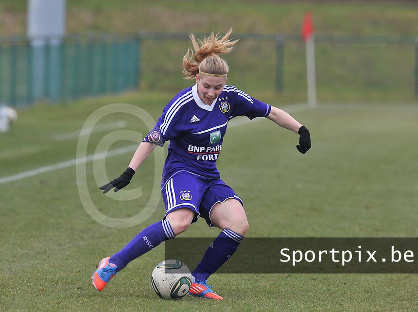 RSC Anderlecht Dames : Jana Coryn aan de bal .foto DAVID CATRY / Vrouwenteam.be