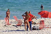 Rio de  janeiro,30 de Maio de 2012- Movimentação na  tarde dessa  quinta-feira (30) na  praia da  Barra da Tijuca Zona Oeste da Capital  Fluminense.<br /> Guto Maia Brazil Photo Press