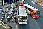 Ponto de ônibus na Avenida Rebouças, São Paulo. 2004. Foto de Juca Martins.