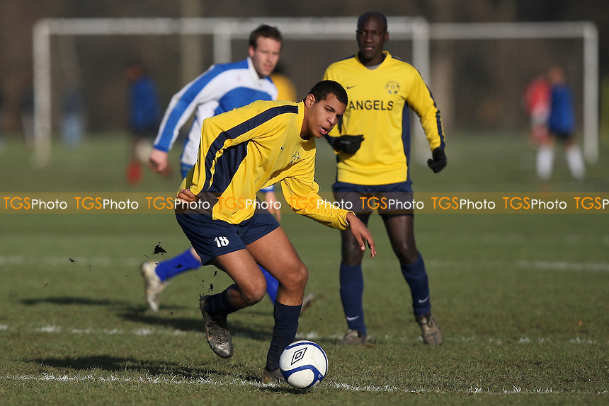 Athletico Angels (yellow) vs Wenlock Arms (blue) - Hackney & Leyton League Football at South Marsh, Hackney Marshes - 12/12/10 - MANDATORY CREDIT: Gavin Ellis/TGSPHOTO - Self billing applies where appropriate - Tel: 0845 094 6026