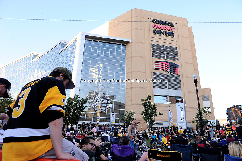 Monday, May 30, 2016: Crowds of fans gather before game 1 of the NHL Stanley Cup Finals  between the San Jose Sharks and the Pittsburgh Penguins held at the CONSOL Energy Center in Pittsburgh Pennsylvania. The Penguins defeat the Sharks 3-2 in regulation time. Eric Canha/CSM