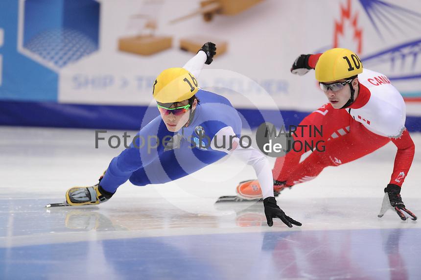 "SHORT TRACK: MOSCOW: Speed Skating Centre ""Krylatskoe"", 14-03-2015, ISU World Short Track Speed Skating Championships 2015, Ranking Races, John-Henry KRUEGER (#163 | USA), Samuel GIRARD (#109 | CAN),  ©photo Martin de Jong"