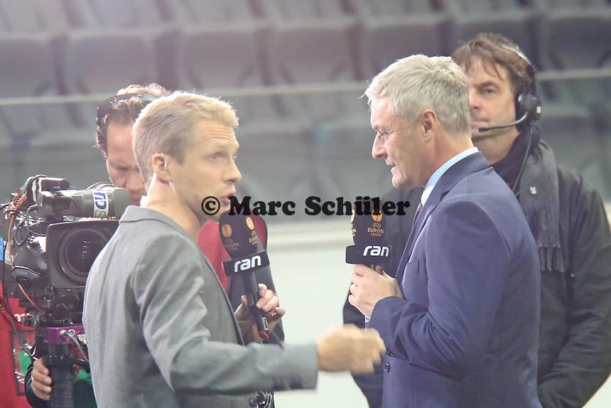 Trainer Armin Veh (Eintracht) mit Moderator Oliver Pocher - Eintracht Frankfurt vs. Macabi Tel Aviv, Europa League 3. Spieltag