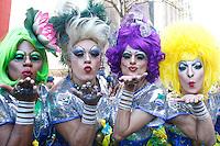 SAO PAULO, SP, 04.05.2014 - PARADA DO ORGULHO LGBT - Drag Queens  durante o Festival do  Orgulho LGBT na tarde deste Domingo, 4 na Avenida Paulista, regiao central da  cidade de São Paulo. (Foto: Andre Hanni /Brazil Photo Press).