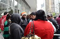 ATENÇÃO EDITOR: FOTO EMBARGADA PARA VEÍCULOS INTERNACIONAIS. SAO PAULO, 26 DE SETEMBRO DE 2012 - PROTESTO INCENDIOS FAVELA MOINHO - Moradores da favela do Moinho e de outras favelas atingidas por incendios nos ultimos meses protestam contra falta de medidas publicas para prevencao de acidentes como os ocorridos e contra possiveis ataques incendiarios criminais que supostamente vem ocorrendo nas favelas. FOTO: ALEXANDRE MOREIRA - BRAZIL PHOTO PRESS