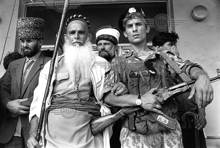Photo and copyright Leo Erken/NL12 CIS Caucasus Chechnya Grozny  8- 1994..Supporters of President Dudayev on Palace Square. GOS Kaukasus Tsjetsjenië. Grozny. Aanhangers van president Doedajev op het plein bij het presidentieel paleis. .