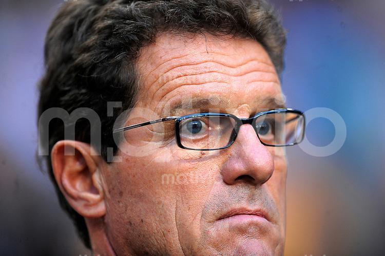 Fussball   International    Freundschaftsspiel    12.08.2009  Niederlande - England Trainer Fabio CAPELLO (ENG) nachdenklich.