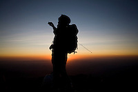 Alto Caparao_MG, Brasil...Silhueta de um turista fotografando o Pico da Bandeira, no Parque Nacional Serra do Caparao...A tourist silhouette taking photos of  Pico da Bandeira at Serra do Caparao National Park ...Foto: LEO DRUMOND / NITRO