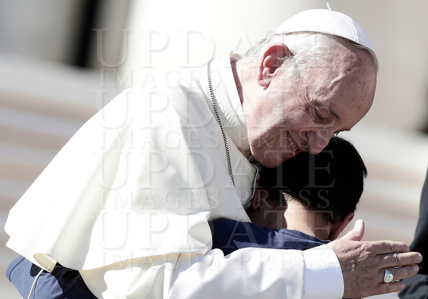 Pope Francis greets a child at the end of an audience to the Vincentian family on the 400th centenary of the Vincentian Charism in St. Peter's Square at the Vatican, on October 14, 2017.<br /> UPDATE IMAGES PRESS/Isabella Bonotto<br /> <br /> STRICTLY ONLY FOR EDITORIAL USE
