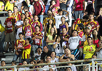 IBAGUE -COLOMBIA, 7-07-2013. Hinchas del Deportes Tolima durante partido de los cuadrangulares finales contra el Itagüi, fecha 6, de la Liga Postobón 2013-1 jugado en el estadio Manuel Murillo  Murillo Toro de la ciudad de Ibagué.  Fans of Deportes Tolima during the quadrangular final match against Itagüi, dated 6, the League played in 2013-1 Postobón Manuel Murillo Murillo Toro stadium in the city of Ibague<br /> /. Photo: VizzorImage/ Felipe Caicedo/ STAFF