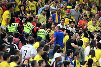 SAO PAULO – BRASIL, 28-06-2019: Hinchas de Colombia y Chile son controlados por las autoridades durante partido por cuartos de final de la Copa América Brasil 2019 entre Colombia y Chile jugado en el Arena Corinthians de Sao Paulo, Brasil. / Fans Of Colombia and Chile are controlled by authorities during the Copa America Brazil 2019 quarter-finals match between Colombia and Chile played at Arena Corinthians in Sao Paulo, Brazil. Photos: VizzorImage / Julian Medina / Cont /