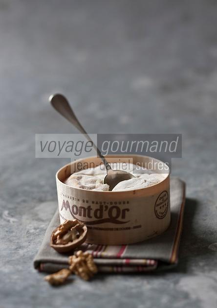 Europe/France/Franche-Comté/25/Doubs: Vacherin du Haut-Doubs, AOC Mont d'Or - Stylisme : Valérie LHOMME   //  France, Doubs, Vacherin du Haut Doubs, AOC Mont d'Or, styling, Valerie Lhomme