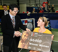 18-11-07, Netherlands, Amsterdam, Wheelchairtennis Masters 2007, Esther Vergeer receives the winners cheque from NEC