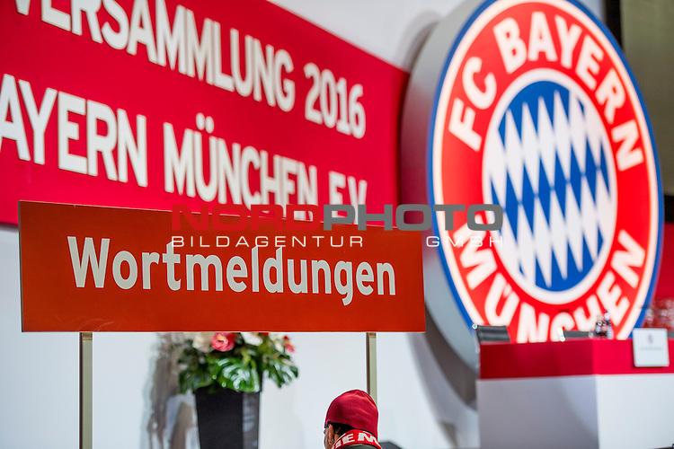 25.11.2016, Audi Dome, Muenchen, GER, Feature zur FC Bayern Jahreshauptversammlung 2016, im Bild Schild Wortmeldungen<br /> <br /> Foto &copy; nordphoto / Straubmeier