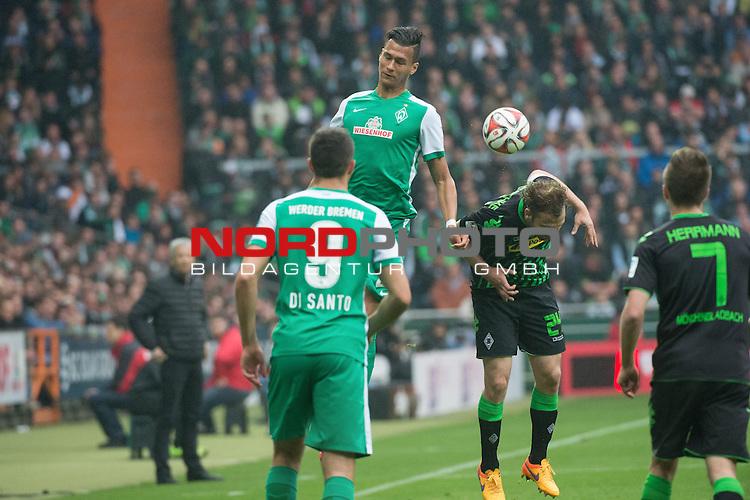 16.05.2015, Weser Stadion, Bremen, GER, 1.FBL. Werder Bremen vs Borussia Moenchengladbach, im Bild<br /> <br /> <br /> Franco Di Santo (Bremen #9)<br /> Davie Selke (Bremen #27)<br /> Tony Jantschke (Borussia M&ouml;nchengladbach)<br /> <br /> Foto &copy; nordphoto / Kokenge