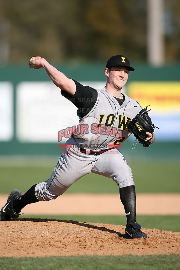 February 21, 2009:  Pitcher Phil Schreiber (22) of the University of Iowa during the Big East-Big Ten Challenge at Jack Russell Stadium in Clearwater, FL.  Photo by:  Mike Janes/Four Seam Images