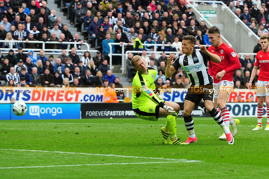 Dwight Gayle of Newcastle United scores Newcastle United's third during Newcastle United vs Barnsley, Sky Bet EFL Championship Football at St. James' Park on 7th May 2017