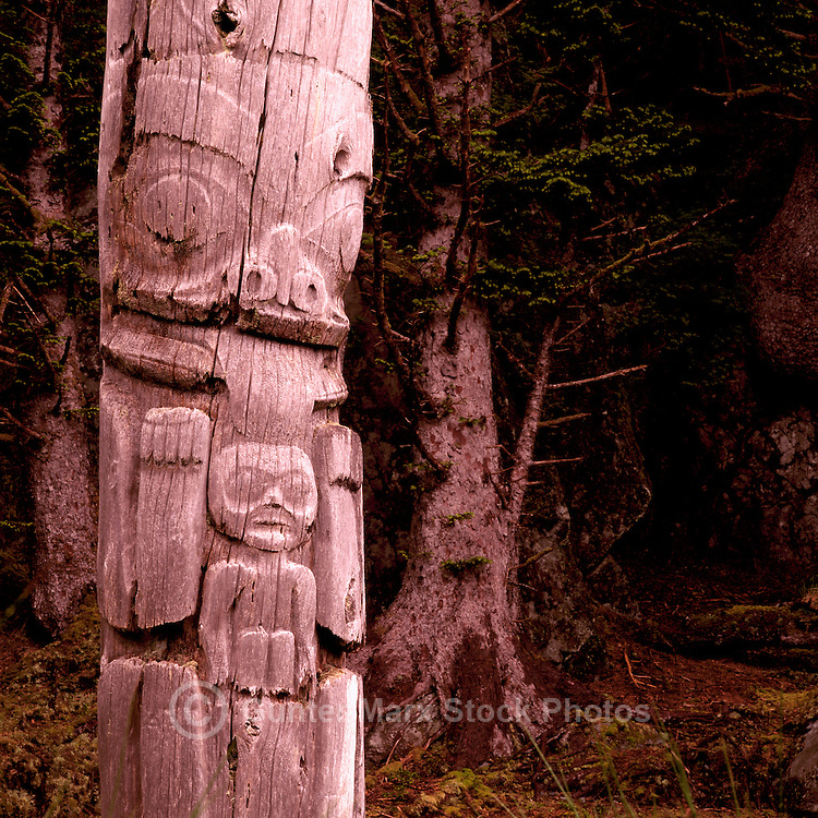 Ninstints (UNESCO World Heritage Site), Haida Gwaii (Queen Charlotte Islands), Northern BC, British Columbia, Canada - Historic Haida Mortuary Totem Pole on Anthony Island (Skung Gwaii), Gwaii Haanas National Park Reserve and Haida Heritage Site