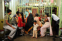"Asien Indien IND Kolkata Frauen beim Goldeinkauf in einem vergitterten Schmuckladen | .South Asia India Kolkata women buy gold in jewelry shop at Elgin Road.| [ copyright (c) Joerg Boethling / agenda , Veroeffentlichung nur gegen Honorar und Belegexemplar an / publication only with royalties and copy to:  agenda PG   Rothestr. 66   Germany D-22765 Hamburg   ph. ++49 40 391 907 14   e-mail: boethling@agenda-fototext.de   www.agenda-fototext.de   Bank: Hamburger Sparkasse  BLZ 200 505 50  Kto. 1281 120 178   IBAN: DE96 2005 0550 1281 1201 78   BIC: ""HASPDEHH"" ,  WEITERE MOTIVE ZU DIESEM THEMA SIND VORHANDEN!! MORE PICTURES ON THIS SUBJECT AVAILABLE!! INDIA PHOTO ARCHIVE: http://www.visualindia.net ] [#0,26,121#]"