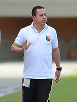 ENVIGADO -COLOMBIA-05-09-2015. Juan Carlos Sanchez técnico de Envigado FC gesticula durante el encuentro con Jaguares FC por la fecha 10 de la Liga Águila II 2015 realizado en el Polideportivo Sur de la ciudad de Envigado./ Juan Carlos Sanchez coach of Envigado FC gestures during match against Jaguares FC for the 17th date of the Aguila League II 2015 at Polideportivo Sur in Envigado city.  Photo: VizzorImage/León Monsalve/STR