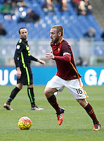 Calcio, Serie A: Roma vs Hellas Verona. Roma, stadio Olimpico, 17 gennaio 2016.<br /> Roma&rsquo;s Daniele De Rossi in action during the Italian Serie A football match between Roma and Hellas Verona at Rome's Olympic stadium, 17 January 2016.<br /> UPDATE IMAGES PRESS/Isabella Bonotto