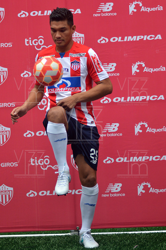 BARRANQUIILLA -COLOMBIA -26-06-2017: Teofilo Gutierrez es presentaado como nuevo jugador del club Atlético Junior hoy, 26 de junio de 2017, en el estadio Metropolitano Roberto Meléndez de la ciudad de Barranquilla. / Teofilo Gutierrez is launched as new player of the club Atletico Junior at Metropolitano Roberto Melendez stadium in Barranquilla city.  Photo: VizzorImage/ Alfonso Cervantes /Cont