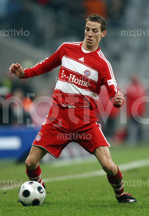 FUSSBALL     1. BUNDESLIGA     2. BUNDESLIGA       LOKALDREBY FC Bayern Muenchen - TSV 1860 Muenchen          26.01.2008 Jan SCHLAUDRAFF (Bayern Muenchen), Einzelaktion am Ball.
