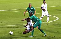 BOGOTA-COLOMBIA, 18-09-2020: Andres Murillo de La Equidad y Brayan Moerno de Boyaca Chico F.C. disputan el balon durante partido entre La Equidad y Boyaca Chico F.C. de la fecha 9 por la Liga BetPlay DIMAYOR I 2020, jugado en el estadio Metropolitano de Techo en la ciudad de Bogota. / Andres Murillo of La Equidad and Brayan Moerno of Boyaca Chico F.C. vies for the ball, during a match between La Equidad and Boyaca Chico F.C., of the 9th date for of BetPlay DIMAYOR League I 2020 at the Metropolitano de Techo stadium in Bogota city. / Photo: VizzorImage  / Santiago Cortes / Cont.