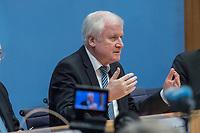 Erklaerung am Dienstag den 8. Januar 2019 in Berlin von Bundesinnenminister Horst Seehofer (im Bild) zusammen mit Holger Muench, Praesident des Bundeskriminalamtes (BKA) und Arne Schoenbohm, Praesident des Bundesamtes fuer Sicherheit in der Informationstechnik (BSI) zu den aktuellen bekannt gewordenen Datendiebstaehlen bei Politikern, Journalisten und Persoenen des oeffentlichen Interesses.<br /> 8.1.2019, Berlin<br /> Copyright: Christian-Ditsch.de<br /> [Inhaltsveraendernde Manipulation des Fotos nur nach ausdruecklicher Genehmigung des Fotografen. Vereinbarungen ueber Abtretung von Persoenlichkeitsrechten/Model Release der abgebildeten Person/Personen liegen nicht vor. NO MODEL RELEASE! Nur fuer Redaktionelle Zwecke. Don't publish without copyright Christian-Ditsch.de, Veroeffentlichung nur mit Fotografennennung, sowie gegen Honorar, MwSt. und Beleg. Konto: I N G - D i B a, IBAN DE58500105175400192269, BIC INGDDEFFXXX, Kontakt: post@christian-ditsch.de<br /> Bei der Bearbeitung der Dateiinformationen darf die Urheberkennzeichnung in den EXIF- und  IPTC-Daten nicht entfernt werden, diese sind in digitalen Medien nach §95c UrhG rechtlich geschuetzt. Der Urhebervermerk wird gemaess §13 UrhG verlangt.]