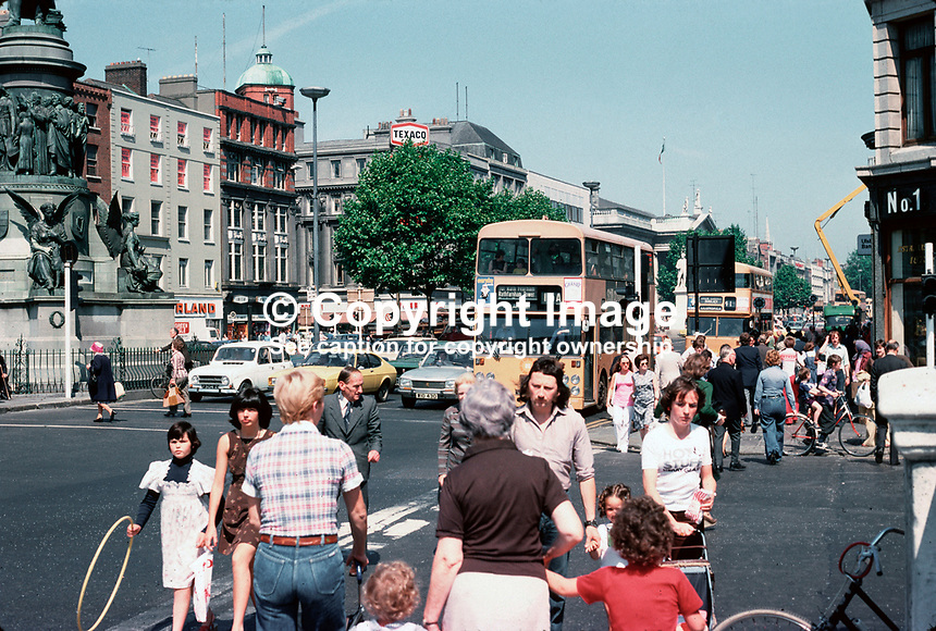 GV, O'Connell Street, Dublin, Republic of Ireland, July, 1977, 162/77, 1977070162a..Copyright Image from Victor Patterson, 54 Dorchester Park, Belfast, UK, BT9 6RJ..Tel: +44 28 9066 1296.Mob: +44 7802 353836.Voicemail +44 20 8816 7153.Skype: victorpattersonbelfast.Email: victorpatterson@mac.com.Email: victorpatterson@ireland.com (back-up)..IMPORTANT: If you wish to use this image or any other of my images please go to www.victorpatterson.com and click on the Terms & Conditions. Then contact me by email or phone with the reference number(s) of the image(s) concerned.