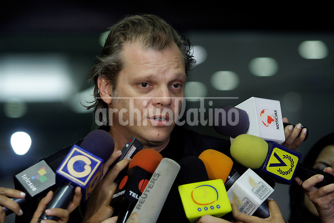 "CERATI: Caracas,19/05/10 .Martin Larumbe, representative of the company Rock & Pop Entertaiment and manager of Gustavo Cerati, declares in the evening on arrival at the Medical Center  ""La Trinidad"" on the health of the argentine musician..Caribe Focus/Carlos Hernandez"