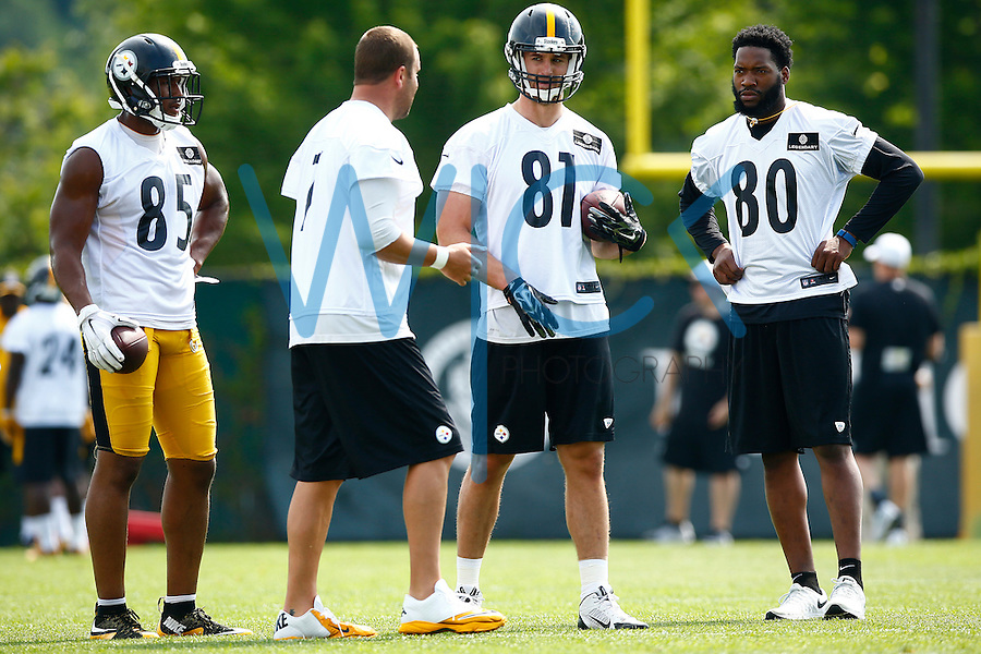 Ladarius Green #80, Jesse James #81, and Xavier Grimble #85 listen to Ben Roethlisberger #7 during a throwing drill during OTA's at the Rooney Sports Complex on the Side Side in Pittsburgh, Pennsylvania on May 31, 2016. (Photo by Jared Wickerham/DKPittsburghSports)