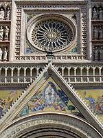 Italien, Umbrien, Orvieto: Dom Santa Maria (erbaut 13./14. Jh.) - Fensterrose ueber dem Hauptportal (Rosette) | Italy, Umbria, Orvieto: cathedral Santa Maria (built 13./14. century) - Rosette (rose window) above the main portal