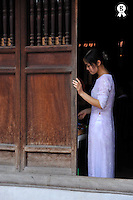 Young woman in traditional dress at door (Licence this image exclusively with Getty: http://www.gettyimages.com/detail/83154172 )