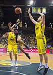 13.04.2019, EWE Arena, Oldenburg, GER, easy Credit-BBL, EWE Baskets Oldenburg vs medi Bayreuth, im Bild<br /> Kassius ROBERTSON (medi Bayreuth #3 ) Rashid MAHALBASIC (EWE Baskets Oldenburg #24 ) Philipp SCHWETHELM (EWE Baskets Olldenburg #33 )<br /> <br /> Foto &copy; nordphoto / Rojahn