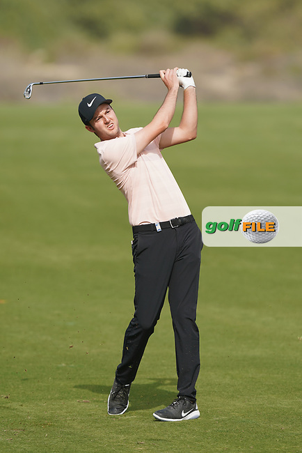 Ashley Chesters (ENG) in action during the second round of the Omega Dubai Desert Classic, Emirates Golf Club, Dubai, UAE. 25/01/2019<br /> Picture: Golffile | Phil Inglis<br /> <br /> <br /> All photo usage must carry mandatory copyright credit (© Golffile | Phil Inglis)