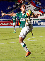CALI - COLOMBIA -05 -03-2014: Carlos Lizarazo, jugador de Deportivo Cali en acción durante partido pendiente de la sexta fecha de la Liga Postobon I-2014, jugado en el estadio Pascual Guerrero de la ciudad de Cali. / Carlos Lizarazo, player of Deportivo Cali in action during a pending match for the sixth date of the Liga Postobon I-2014 at the Pascual Guerrero stadium in Cali city. Photo: VizzorImage  / Juan C Quintero / Str.