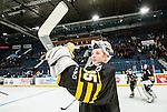 Stockholm 2015-01-04 Ishockey Hockeyallsvenskan AIK - Vita H&auml;sten :  <br /> AIK:s m&aring;lvakt Robin Rahm firar segern mot Vita H&auml;sten efter matchen mellan AIK och Vita H&auml;sten <br /> (Foto: Kenta J&ouml;nsson) Nyckelord:  AIK Gnaget Hockeyallsvenskan Allsvenskan Hovet Johanneshov Isstadion Vita H&auml;sten jubel gl&auml;dje lycka glad happy