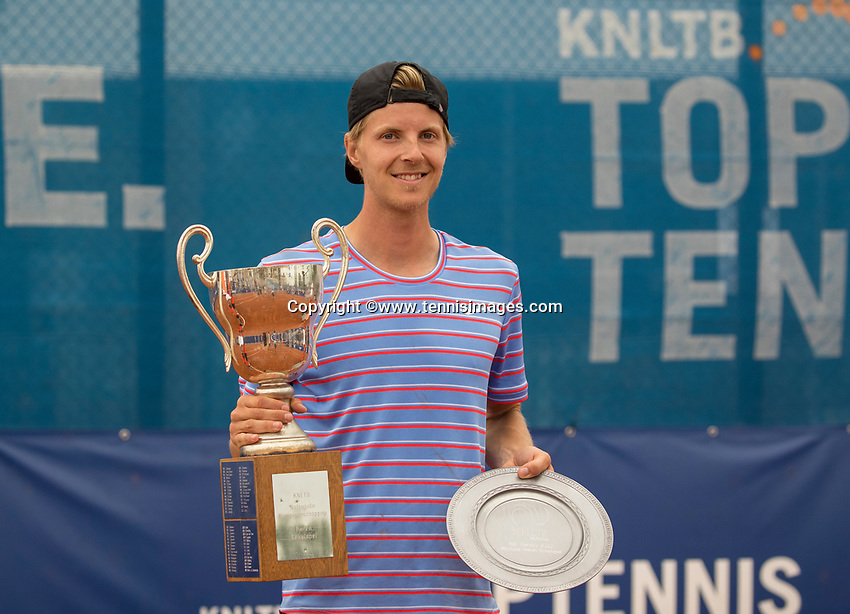 Amstelveen, Netherlands, 1 August 2020, NTC, National Tennis Center, National Tennis Championships, Men's final: Prizegiving ,  the winner Gijs Brouwer (NED) with the trophy<br /> Photo: Henk Koster/tennisimages.com